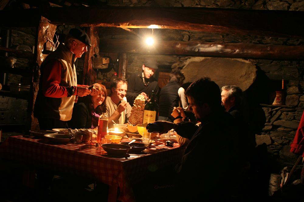 Un vrai repas autour d'une traditionnelle Garbure