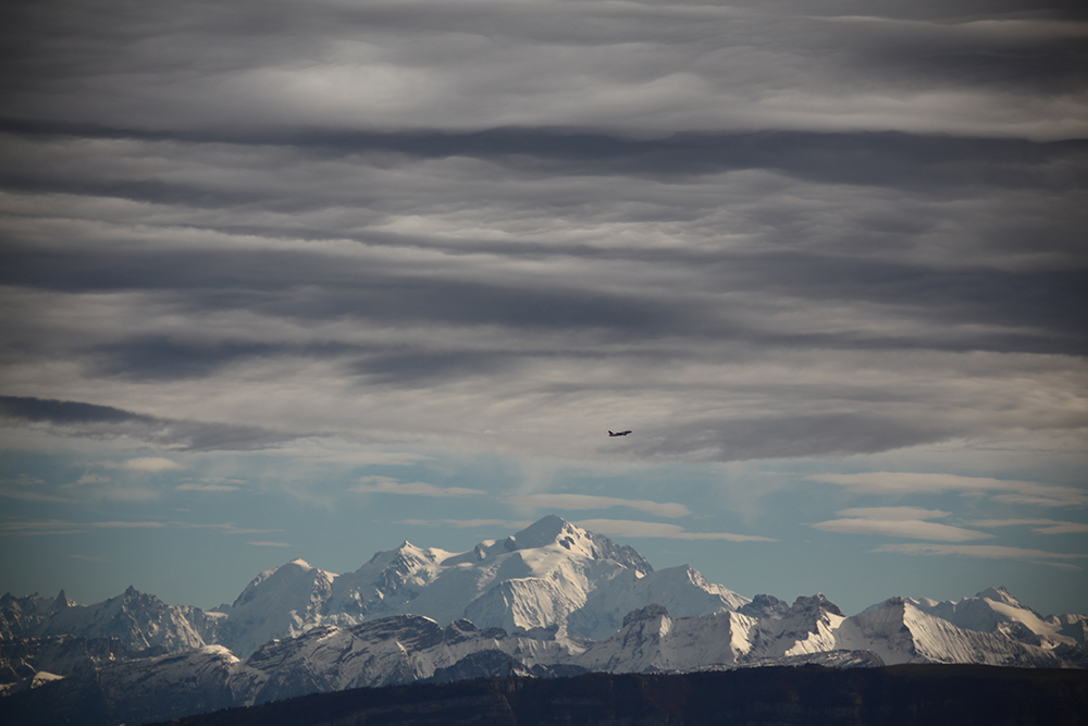 The clouds appear to respect Mont Blanc, to the joy of the airplane passengers.